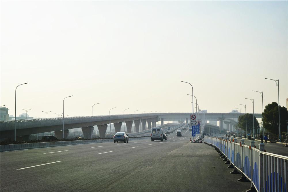 芜湖赤铸山路立交通车 南北向下穿正全速施工