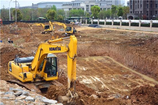 新华御园4月工程进度:项目地面平整中