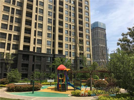 公园旁 绿地中央广场让你把生活过成诗和远方